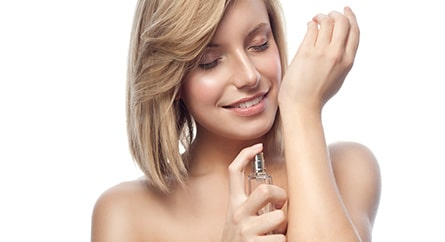 Kenapa Sih Aroma Parfum Bikin Kita Inget Sesuatu yang Spesial?
